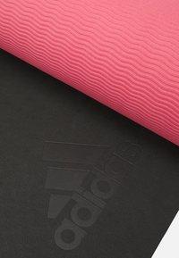 adidas by Stella McCartney - MAT - Fitness/yoga - black/hazy rose - 4