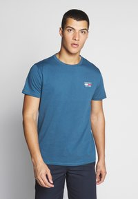 Tommy Jeans - CHEST LOGO TEE - Print T-shirt - audacious blue - 0