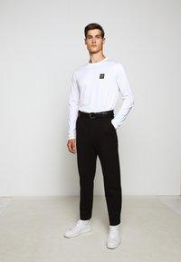 Belstaff - LONG SLEEVED  - Long sleeved top - white - 6