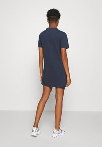 Tommy Jeans - LOGO TEE DRESS - Abbigliamento sportivo - twilight navy - 2