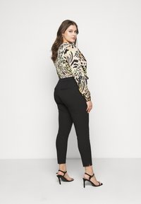Selected Femme Curve - SLFLUE PINTUCK PANT - Trousers - black - 2