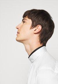 KARL LAGERFELD - MODERN FIT - Formal shirt - white - 3