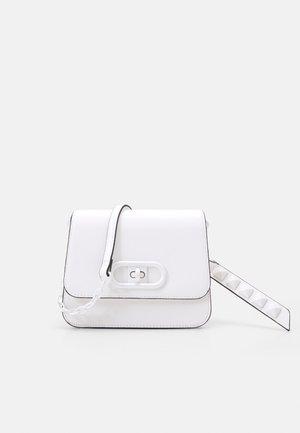 UNORIA - Across body bag - bright white