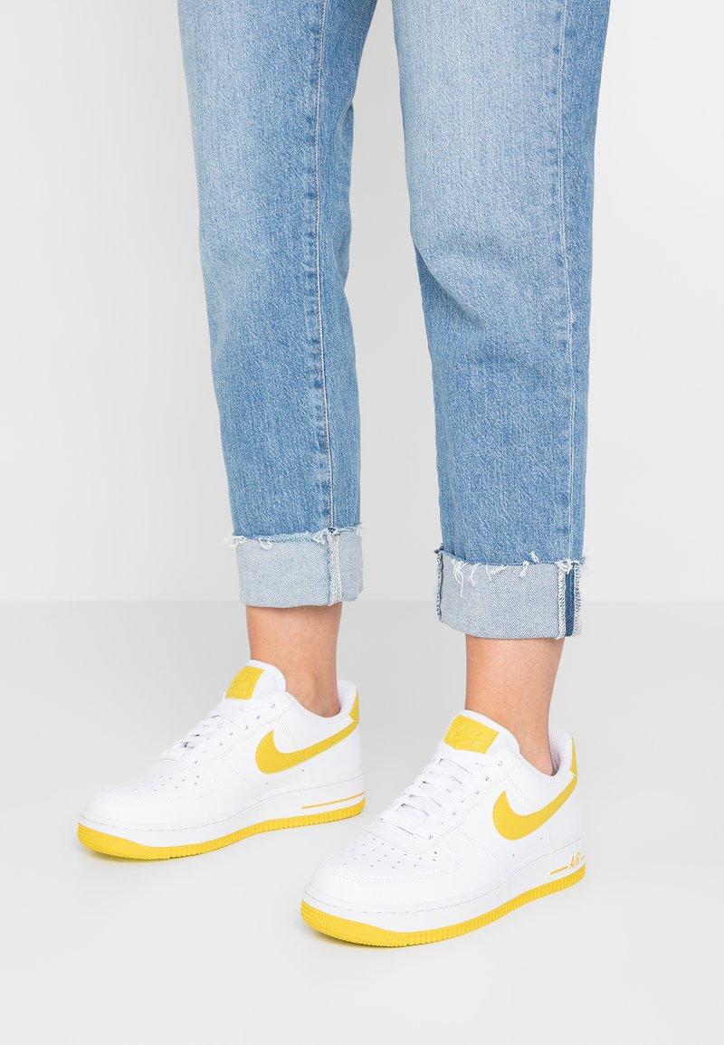 Nike Sportswear - AIR FORCE 1'07 - Baskets basses - white/bright citron