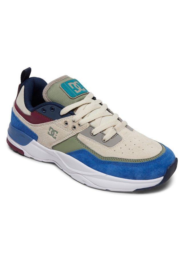 E.TRIBEKA - Chaussures de skate - blue/white/green