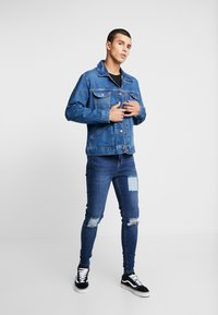 Wrangler - Jeansjacka - blue denim - 1