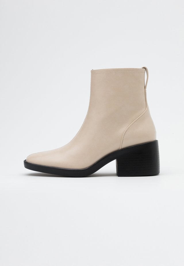 ONLBLUSH HEELED BOOT - Classic ankle boots - offwhite