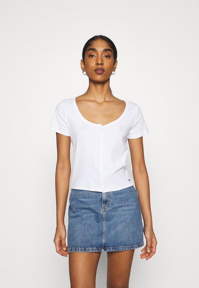 BUTTON THROUGH - Print T-shirt - white