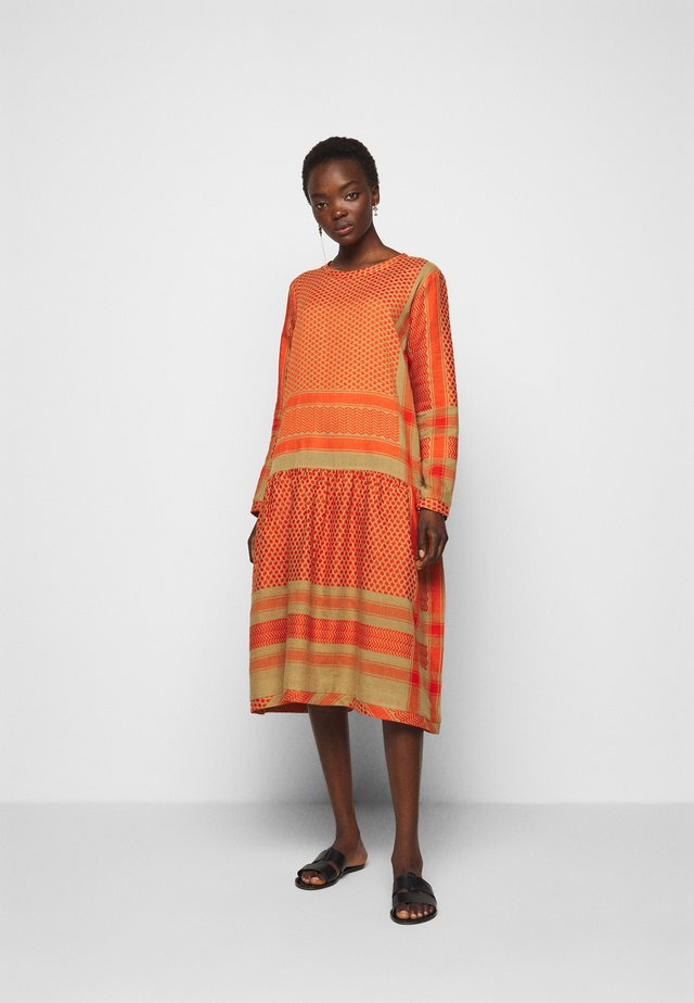 LYNETTE - Day dress - orange