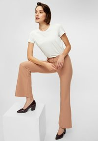 YAS - YASNUTEO FLARE PANT - Trousers - tawny brown - 5