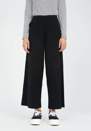 APAANI - Trousers - black