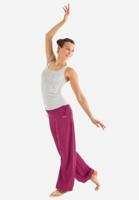 Winshape - Tracksuit bottoms - berry love - 4