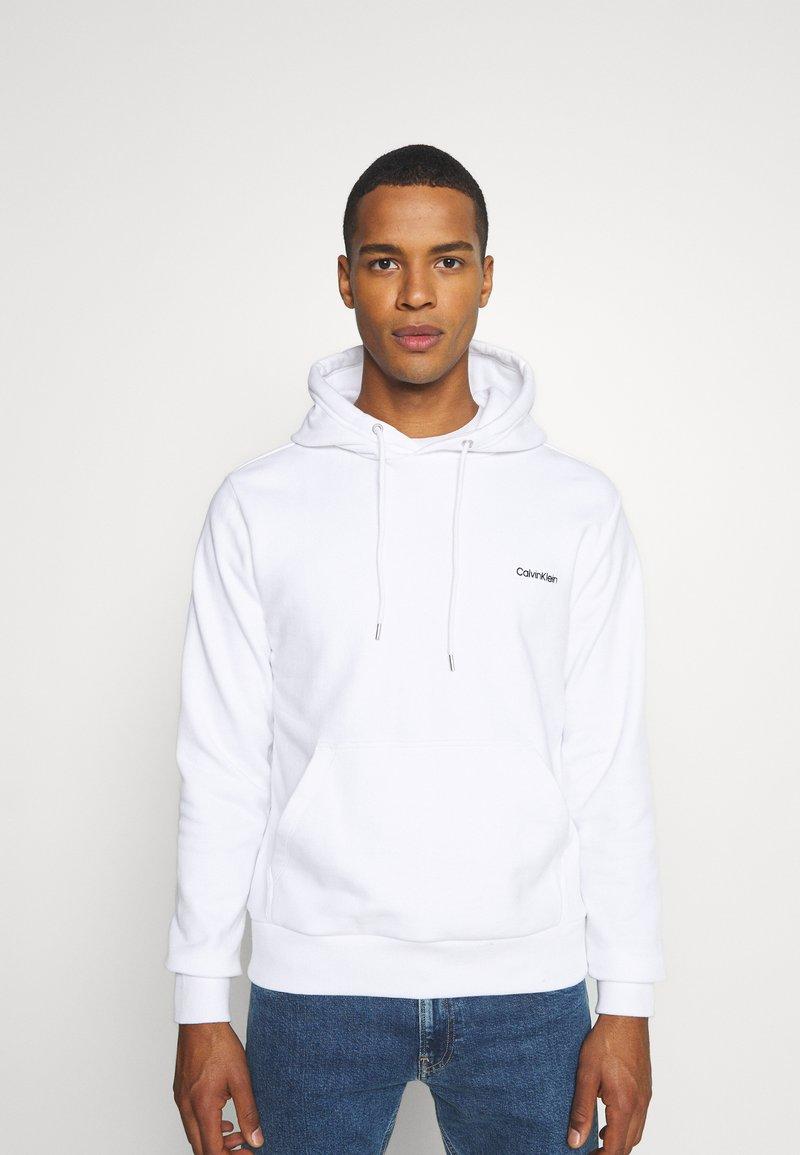 Calvin Klein - LOGO EMBROIDERY HOODIE - Sweat à capuche - white