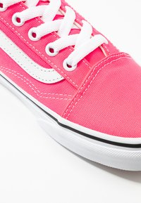 Vans - OLD SKOOL - Trainers - knockout pink/true white - 2