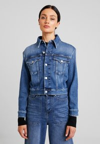 Calvin Klein Jeans - CROPPED FOUNDATION TRUCKER - Jeansjacke - iconic mid stone - 0