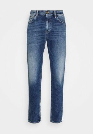 RYAN STRAIGHT - Straight leg -farkut - barton mid blue comfort