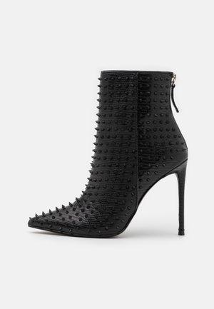 VIA - Kotníková obuv na vysokém podpatku - black