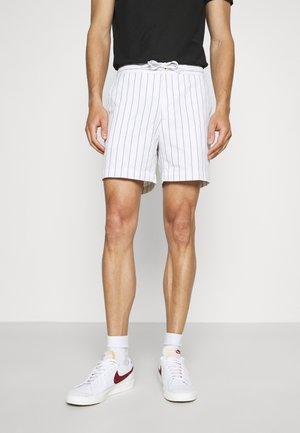HEJGAARD - Shorts - white