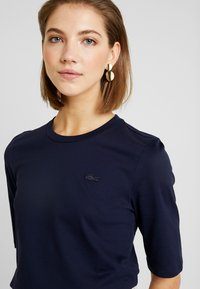 Lacoste - ROUND NECK CLASSIC TEE - T-shirt basic - navy blue - 5