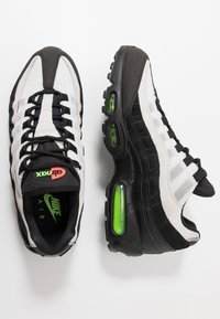 Nike Sportswear - AIR MAX - Trainers - black/electric green/platinum tint/crimson - 1