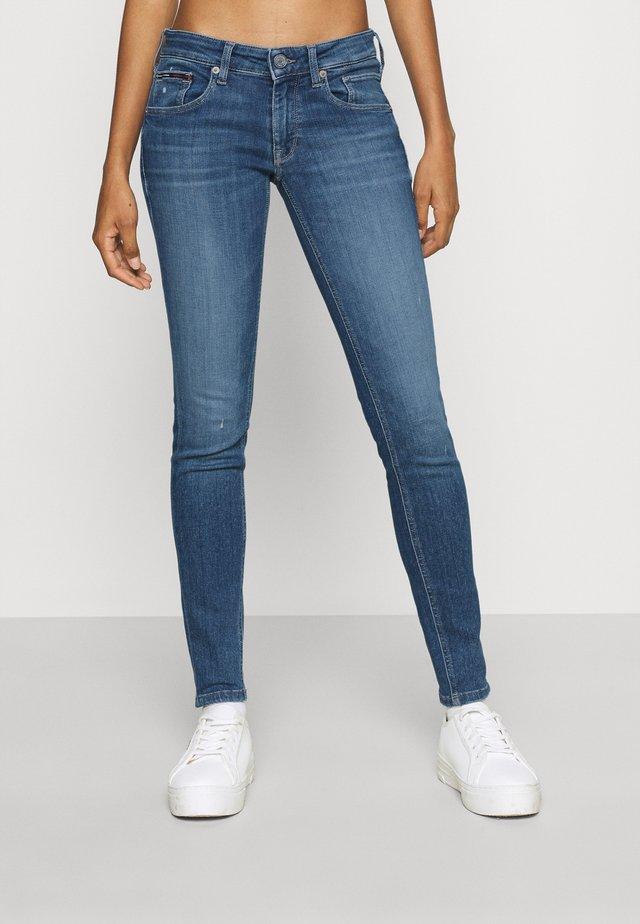 SCARLETT  - Skinny džíny - denim medium
