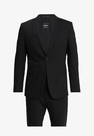 Suit - black