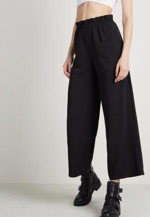 MIT TASCHEN - Trousers - nero