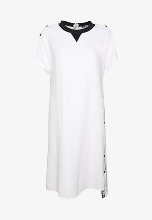 CADY DRESS SNAP DETAILS - Hverdagskjoler - white