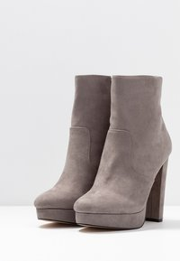River Island Wide Fit - High heeled ankle boots - grey - 4