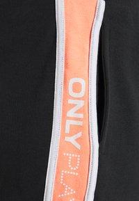 ONLY Play - ONPMANOLA SHORTS CURVY - Pantalón corto de deporte - blue graphite/white - 2
