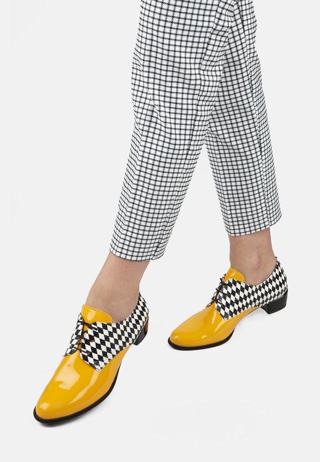 CHAMPS-ÉLYSÉES  - Casual lace-ups - yellow
