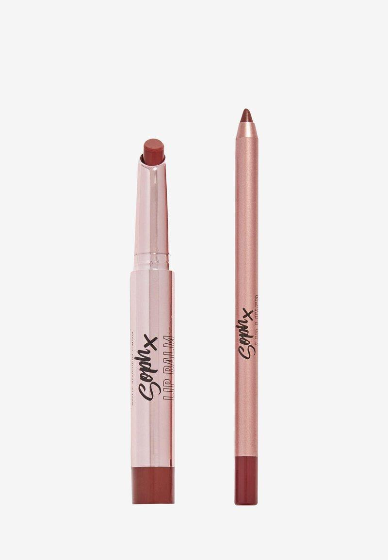 Makeup Revolution - REVOLUTION X SOPH LIP KIT - Makeup set - toffee drizzle