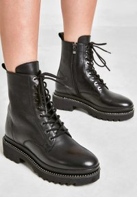 Inuovo - Lace-up ankle boots - black blk - 0