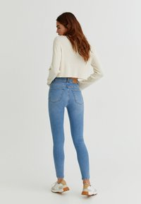 PULL&BEAR - WITH VERY HIGH WAIST - Jeans Skinny Fit - mottled light blue - 2
