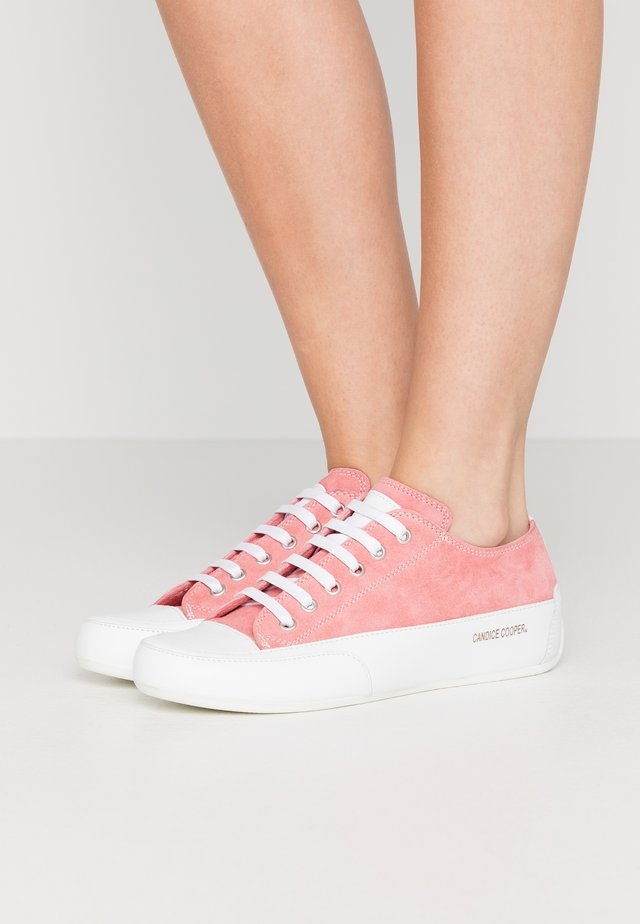 ROCK  - Matalavartiset tennarit - rosa/bianco