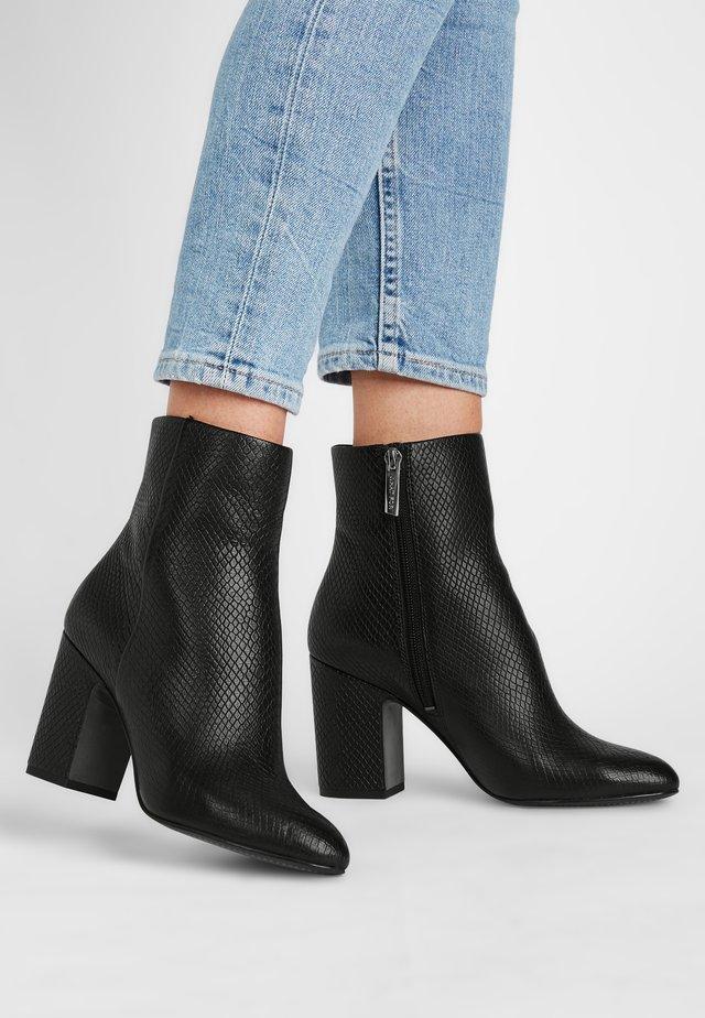 Classic ankle boots - schwarz/pythonoptik
