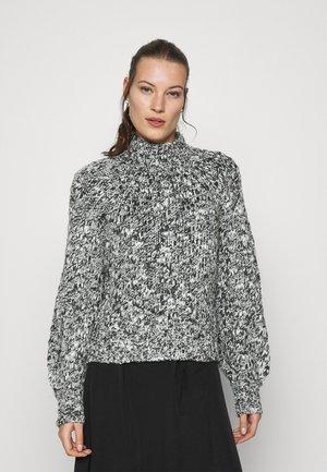 MIXED CABLE TURTLE - Jersey de punto - white/black