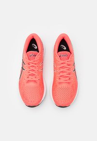 ASICS - GEL DS TRAINER 26 - Neutral running shoes - blazing coral/black - 3