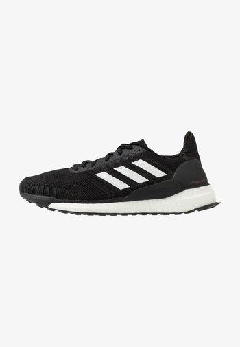 SOLAR BOOST 19 - Zapatillas de running neutras - core black/footwear white/signal pink