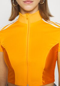 adidas Originals - PAOLINA RUSSO ZIP COLLAB SPORTS INSPIRED SLIM CROPPED - Sportovní bunda - active gold - 5