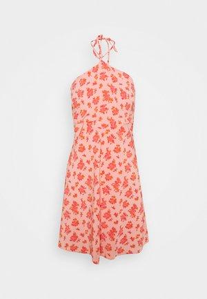 MAMBO DRESS - Denní šaty - pink posey