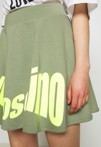 Love Moschino - Jupe trapèze - green - 4