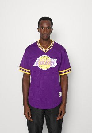 NBA LOS ANGELES LAKERS UNBEATEN V-NECK - Club wear - purple