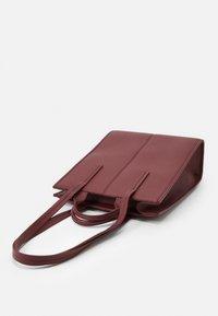 MAX&Co. - EUFORIA - Shoppingveske - bordeaux - 4