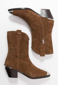 Ash - FAMOUS - Cowboy/biker ankle boot - baby soft russet - 3