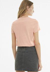 Puma - Print T-shirt - apricot blush - 2