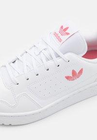 adidas Originals - NY 90 UNISEX - Sneakers laag - footwear white/hazy rose - 5
