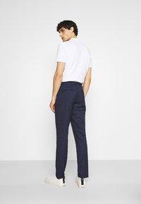 Selected Homme - SLHSLIM KYLELOGAN  - Trousers - navy blue/light blue - 2