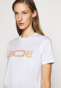 Bally - MACHINE WASHABLE PATCH TEE - Print T-shirt - white - 3