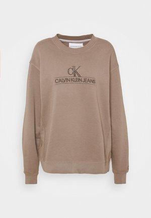 EMBROIDERY ECO WASH CREWNECK - Sweatshirt - dusty brown